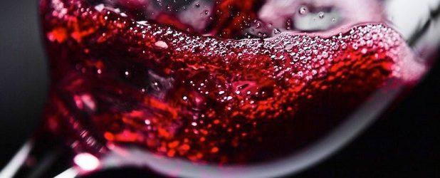 """Paulo, o grande bandeirante do Cristianismo, inspirado pelo Espírito de Deus, escreveu sua carta aos efésios e, com autoridade apostólica, ensinou: """"E não vos embriagueis com vinho, no qual há […]"""